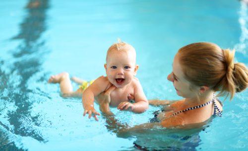 bébé nage réflexe anti noyade piscine sécurité