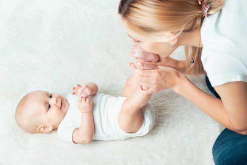 aider bébé à bien grandir dans son développement