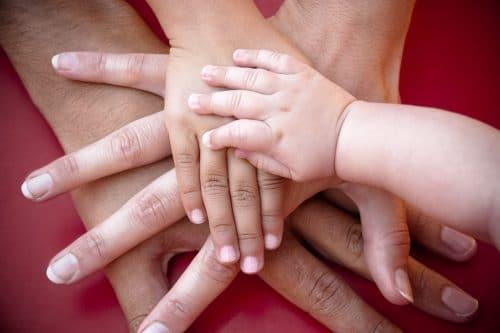 mains de bébé outils de l'intelligence