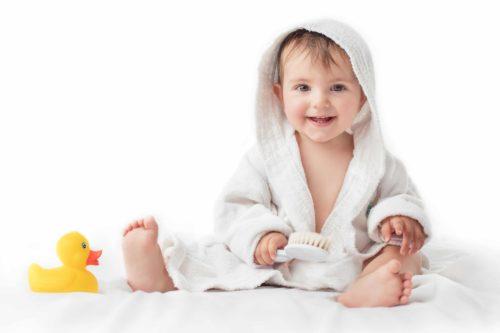 La toilette de bébé : précautions à prendre