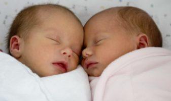 accueillir des jumeaux, bébé jumeau