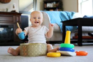 Eveil bébé : dans le top 5 des cadeaux offerts par la famille