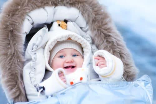 Bébé en hiver : il est essentiel de bien le préparer à l'affronter