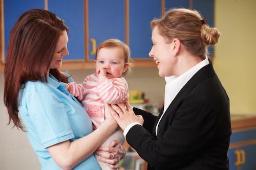 Comment aider l'enfant à tisser un lien avec une nouvelle personne ?