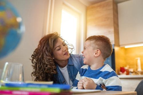 comment encourager l'enfant à parler et à communiquer