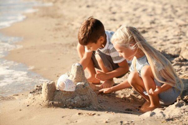 5 idées créatives pour jouer à la plage