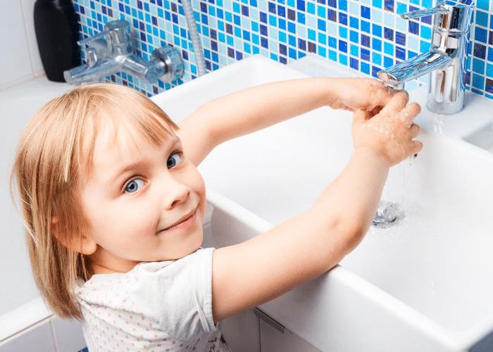 Gardes d'enfants : Bons gestes à adopter face au covid-19