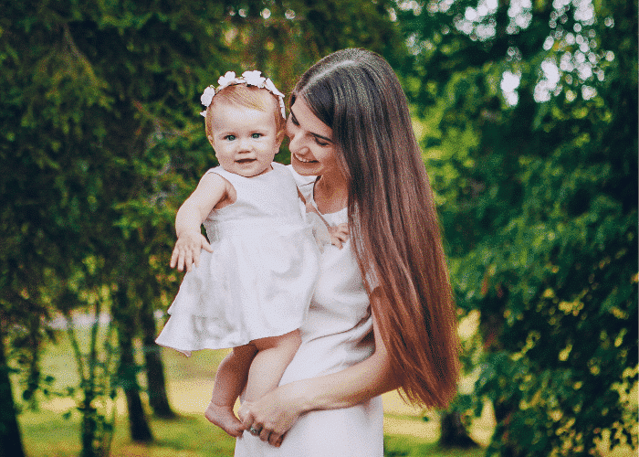 Chutes de cheveux après l'accouchement : les solutions