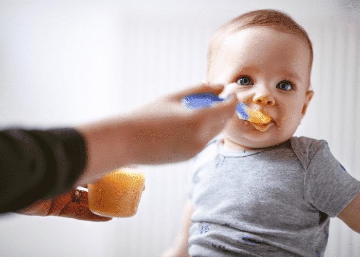 Diversification alimentaire : les premières cuillerées de bébé