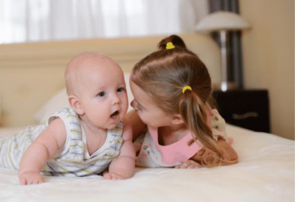 assistante maternelle garder frère et soeur
